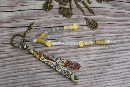 Porte-clés ou bijou de sac personnalisé gris